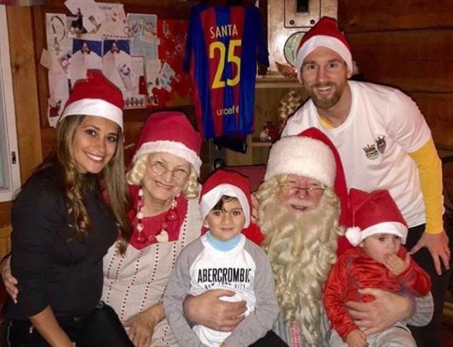 Ronaldo, Messi rang ro don Giang sinh ben gia dinh hinh anh