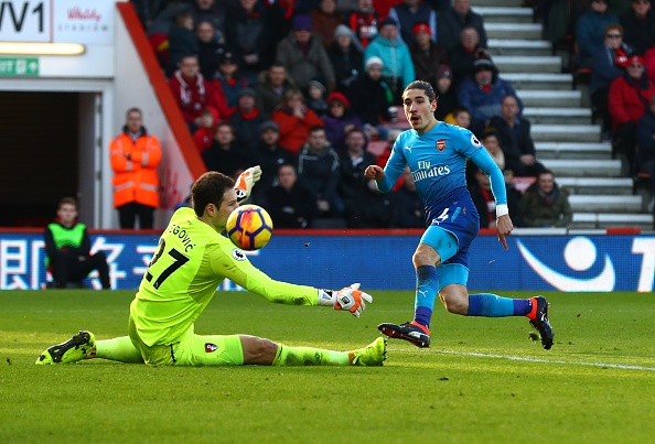 Vang Sanchez, Oezil, Arsenal thua nguoc Bournemouth 1-2 hinh anh 1