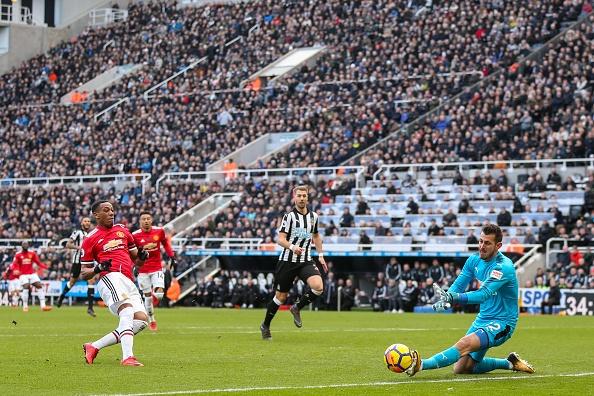Mourinho goi cau thu Newcastle la dong vat anh 2