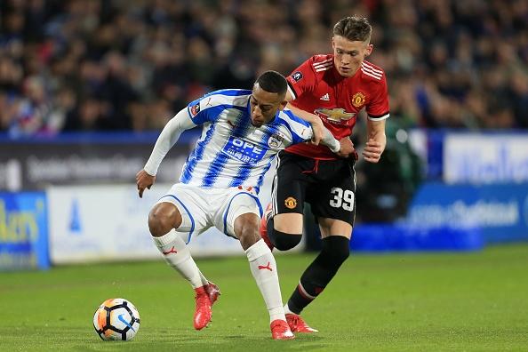 Cham diem Huddersfield 0-2 MU: Lukaku, Sanchez gay an tuong manh hinh anh 6