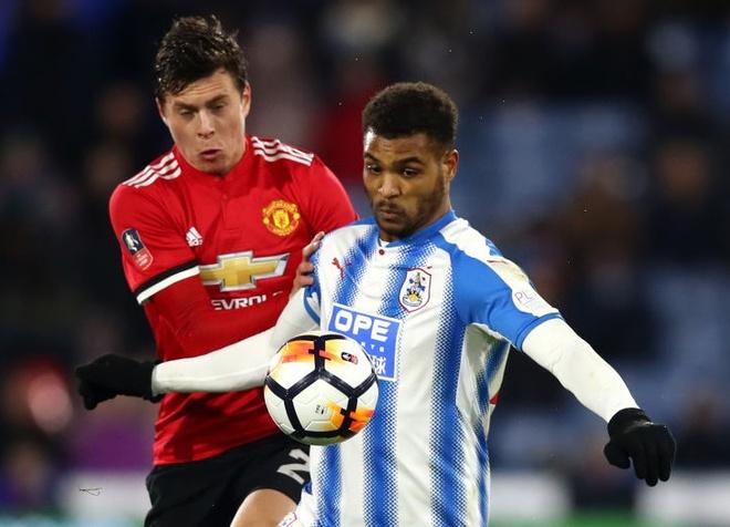 Cham diem Huddersfield 0-2 MU: Lukaku, Sanchez gay an tuong manh hinh anh 4
