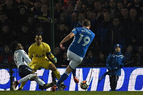Harry Kane lap cong, Tottenham van phai da lai FA Cup voi doi hang 2 hinh anh 9