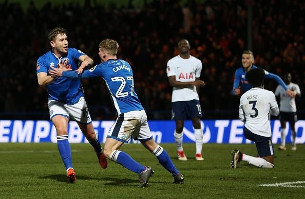 Harry Kane lap cong, Tottenham van phai da lai FA Cup voi doi hang 2 hinh anh 10