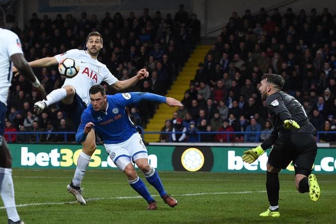 Harry Kane lap cong, Tottenham van phai da lai FA Cup voi doi hang 2 hinh anh 1