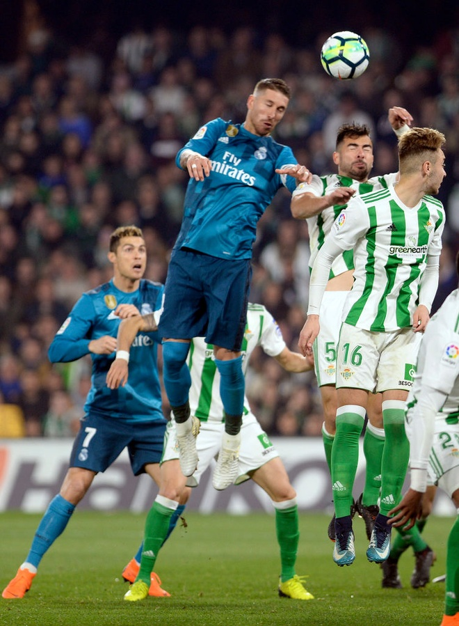 Sao tre lam lu mo Ronaldo trong chien thang cua Real tren san khach hinh anh 6
