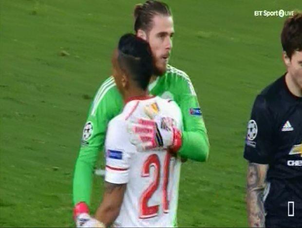 De Gea sanh ngang Van Der Sar sau man giai cuu Man Utd hinh anh 6