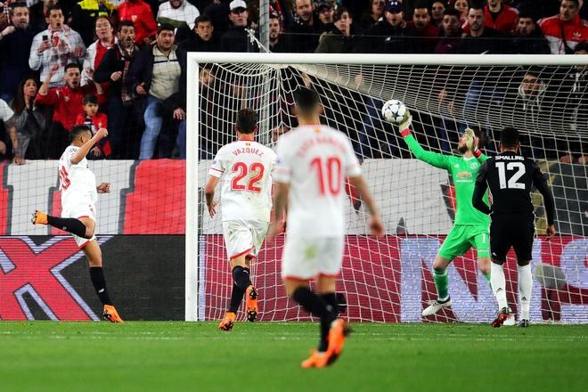 De Gea sanh ngang Van Der Sar sau man giai cuu Man Utd hinh anh 3