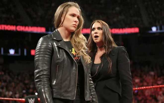 Ronda Rousey ha knock-out giam doc dieu hanh WWE hinh anh