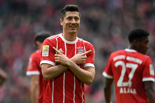 Huy diet Besiktas 8-1, Bayern hien ngang vao tu ket Champions League hinh anh