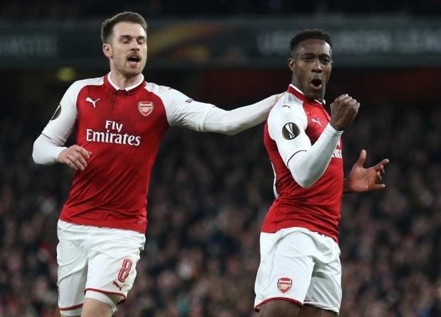Welbeck lap cu dup dua Arsenal vao tu ket Europa League hinh anh