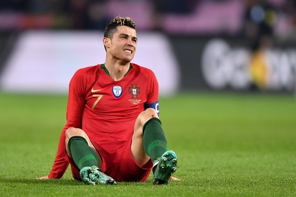 Ronaldo im tieng, Bo Dao Nha bi Ha Lan nhan chim 0-3 hinh anh