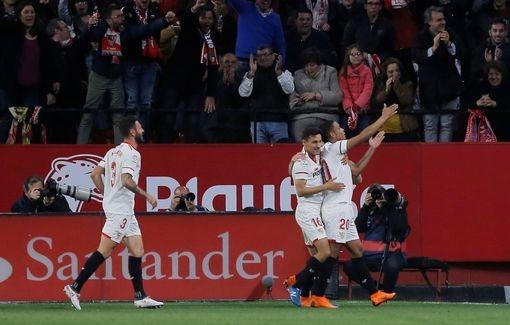 Messi cua long dang cap, Barca thoat thua tren san Sevilla hinh anh 2