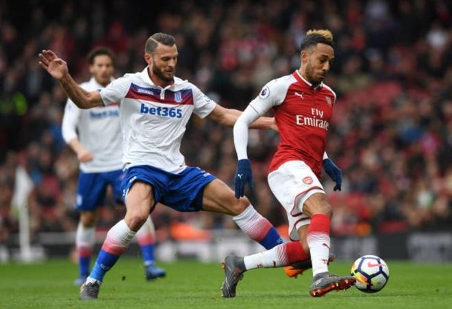 Arsenal 3-0 Stoke City: Aubameyang lap cu dup hinh anh 10
