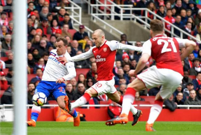 Arsenal 3-0 Stoke City: Aubameyang lap cu dup hinh anh 13