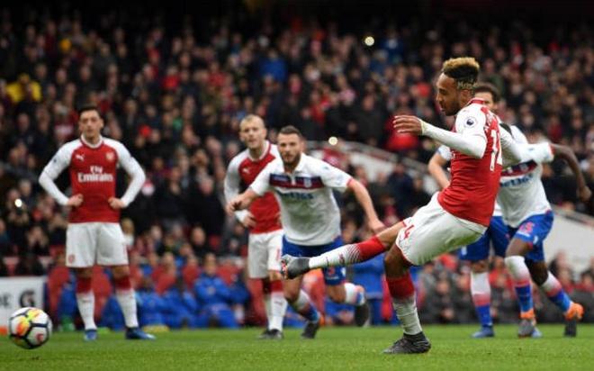 Arsenal 3-0 Stoke City: Aubameyang lap cu dup hinh anh 14