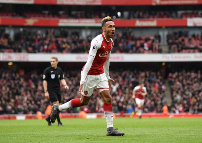 Arsenal 3-0 Stoke City: Aubameyang lap cu dup hinh anh 15