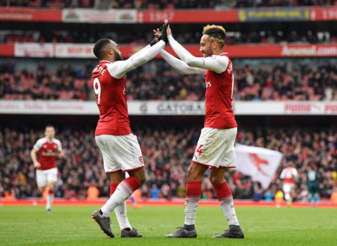 Arsenal 3-0 Stoke City: Aubameyang lap cu dup hinh anh 16