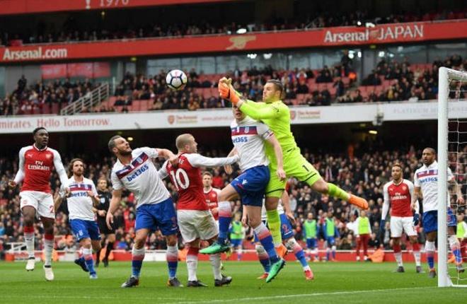 Arsenal 3-0 Stoke City: Aubameyang lap cu dup hinh anh 9