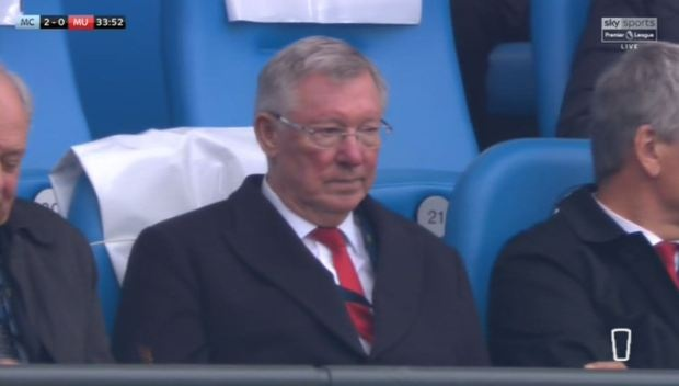 Sir Alex Ferguson gian do mat khi MU thung luoi 2 ban hinh anh 1