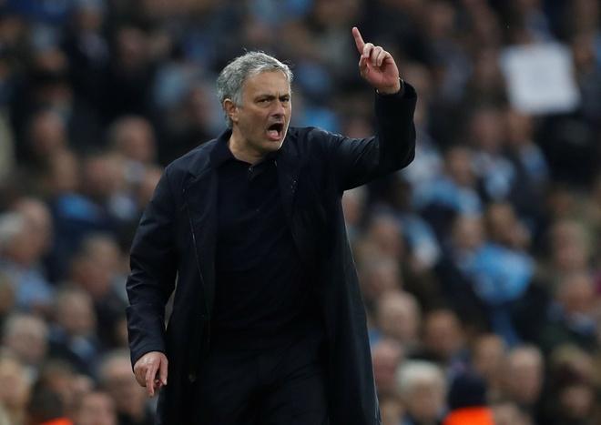 Mourinho noi gi voi Pep sau man nguoc dong khong tuong? hinh anh 1