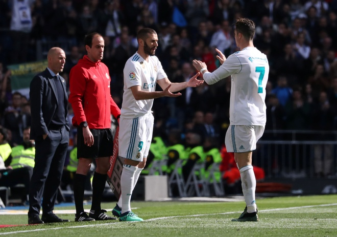 Real 1-1 Atletico: Ronaldo goi, Griezmann tra loi hinh anh 20