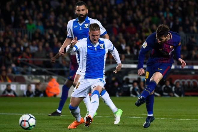 Messi ghi hat-trick, Barca lap ky luc bat bai o La Liga hinh anh 7