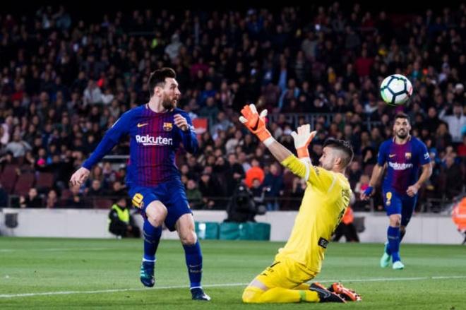 Messi ghi hat-trick, Barca lap ky luc bat bai o La Liga hinh anh 9