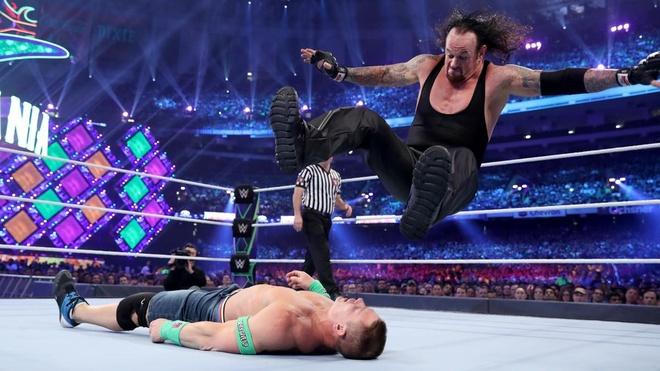 The Undertaker tai xuat ha chong vanh John Cena hinh anh