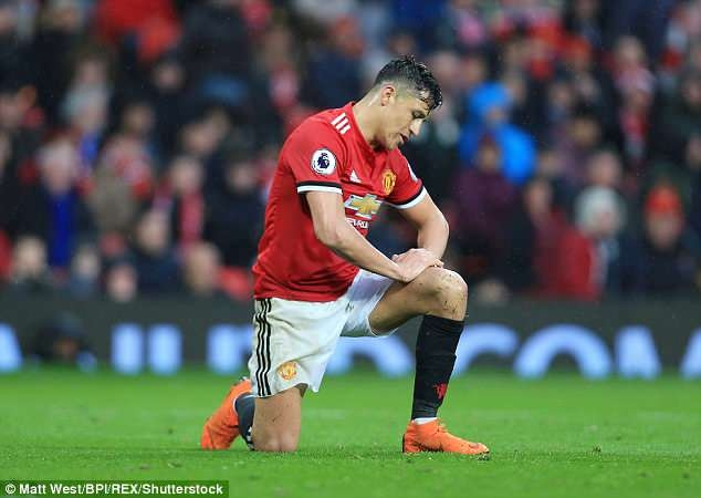 Mourinho thua nhan kho bat kip Man City mua toi hinh anh 2