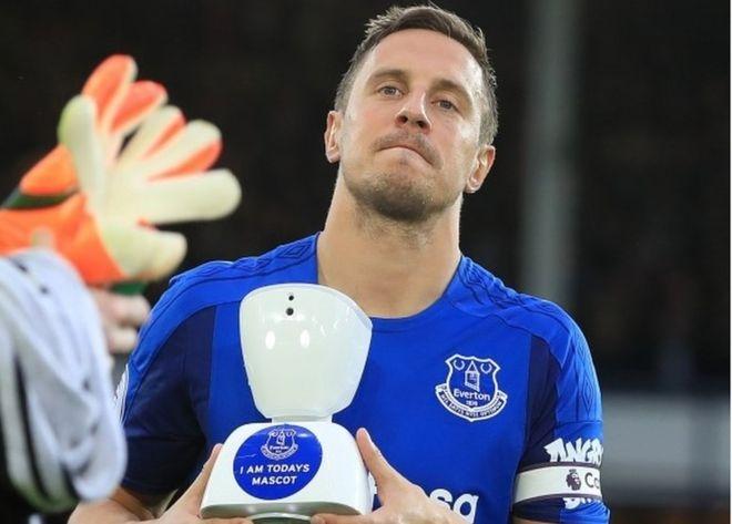 Robot mascot lan dau xuat hien trong lich su Premier League hinh anh