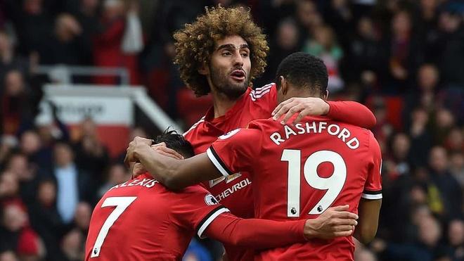 Man Utd 2-1 Arsenal: Fellaini toa sang phut bu gio hinh anh