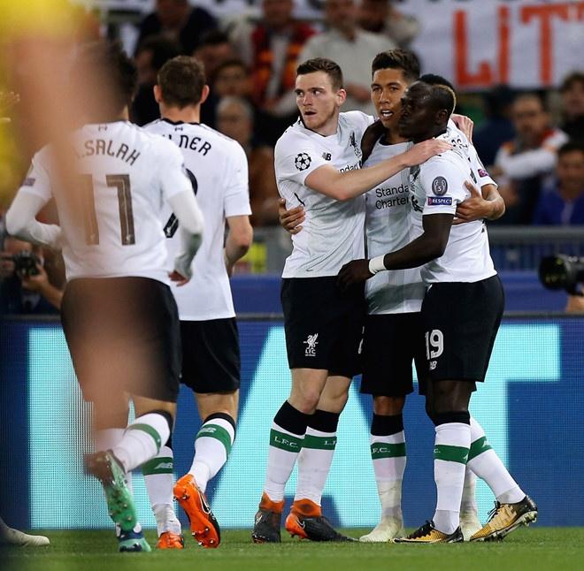 De thua AS Roma, bo ba tan cong Liverpool van lap ky luc hinh anh 2