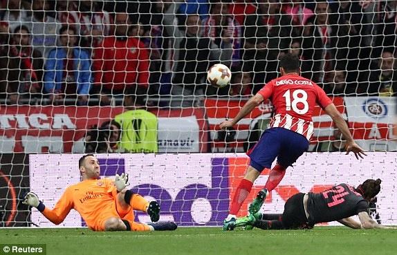 Diego Costa toa sang phut bu gio, Arsenal ngam ngui roi Europa League hinh anh 23