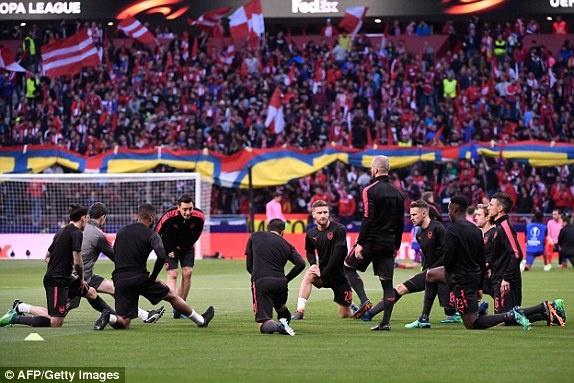 Diego Costa toa sang phut bu gio, Arsenal ngam ngui roi Europa League hinh anh 12