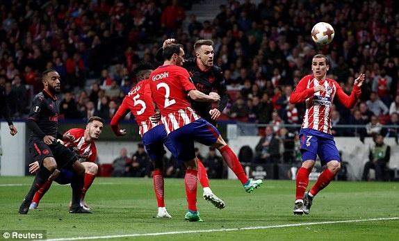 Diego Costa toa sang phut bu gio, Arsenal ngam ngui roi Europa League hinh anh 26