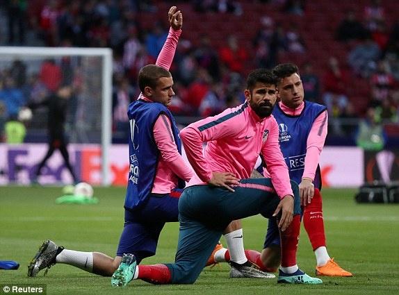 Diego Costa toa sang phut bu gio, Arsenal ngam ngui roi Europa League hinh anh 14