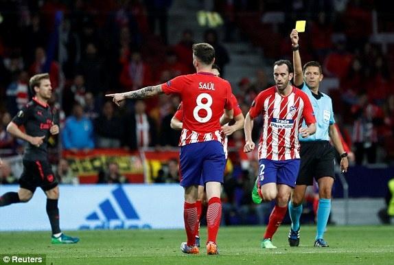 Diego Costa toa sang phut bu gio, Arsenal ngam ngui roi Europa League hinh anh 29