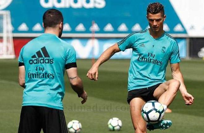 Tro lai tap luyen, Ronaldo san sang ra san o Champions League hinh anh
