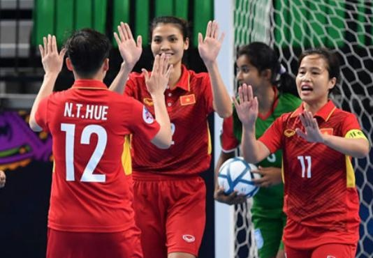 'Futsal nu Viet Nam co the choi song phang voi Thai Lan' hinh anh