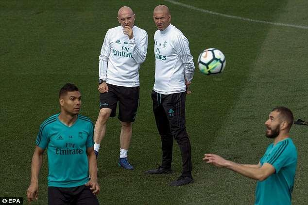 Tro lai tap luyen, Ronaldo san sang ra san o Champions League hinh anh 4