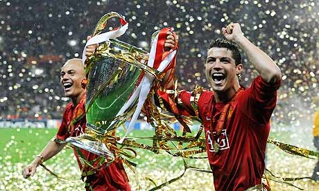 Doi hinh MU vo dich Champions League 10 nam truoc gio ra sao? hinh anh