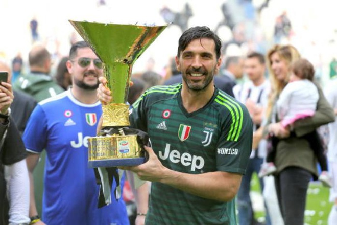 Buffon khoc nghen trong ngay chia tay Juventus hinh anh 3