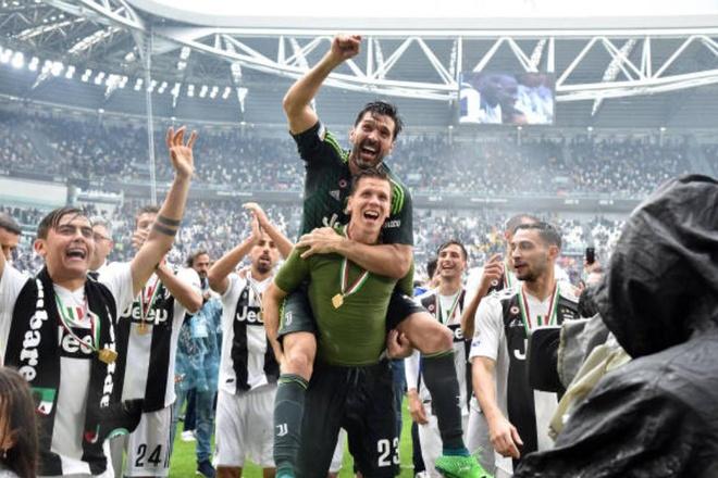 Buffon khoc nghen trong ngay chia tay Juventus hinh anh 11