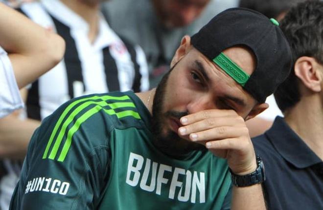 Buffon khoc nghen trong ngay chia tay Juventus hinh anh 9