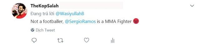 CDV phan no voi pha be vai 'nhu vo si MMA' cua Ramos voi Salah hinh anh 6