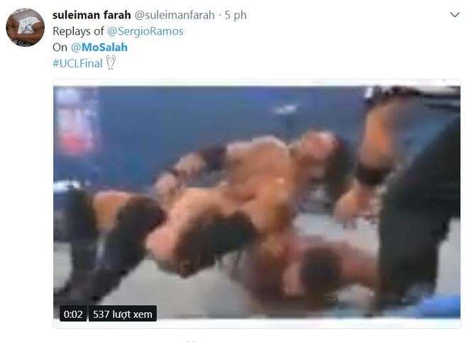 CDV phan no voi pha be vai 'nhu vo si MMA' cua Ramos voi Salah hinh anh 7