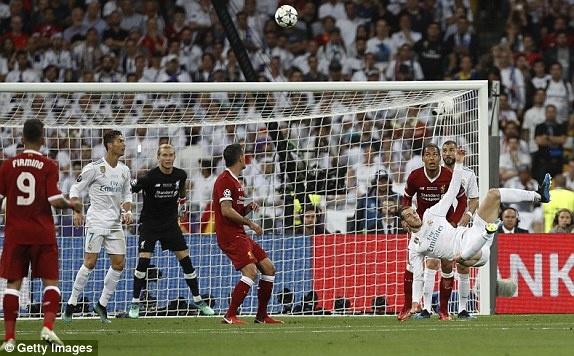 Ronaldo tram tro khi xem lai sieu pham cua Bale hinh anh 1