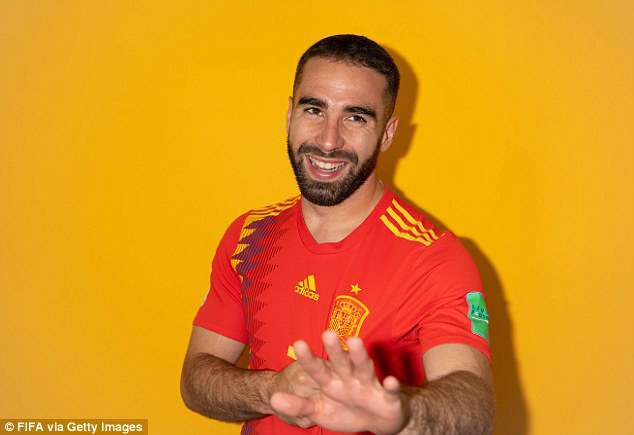 Ramos khoe hinh xam trong buoi chup hinh cung dong doi hinh anh 7