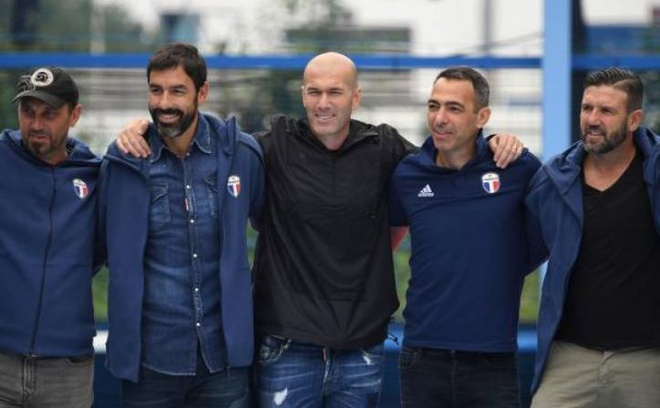 Zidane cung 'the he vang 98' ky niem 20 nam chien thang truoc Brazil hinh anh