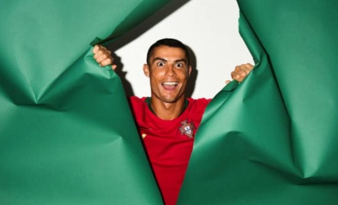 Ronaldo da cap Falcao tren hang cong doi hinh lao tuong World Cup 2018 hinh anh